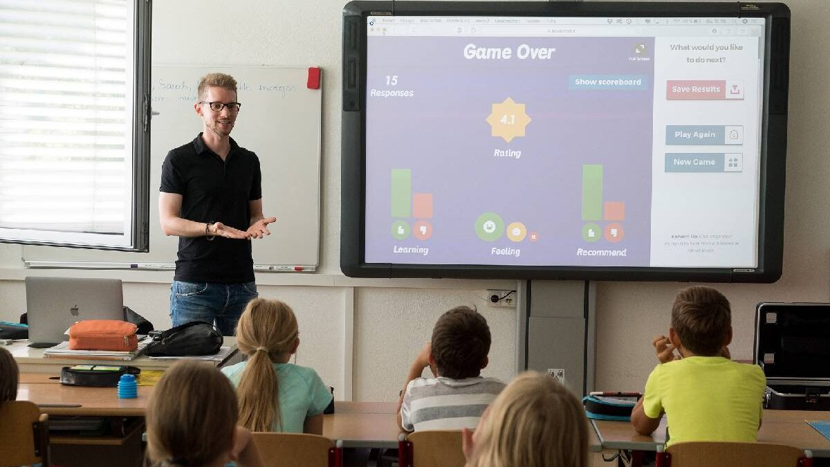 What is Kahoot? Play and create your first Kahoot!