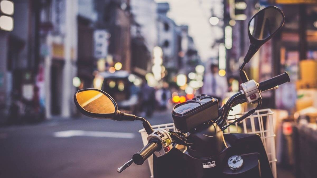 What is the ecological impact of scooters, motorcycles and two-wheelers?